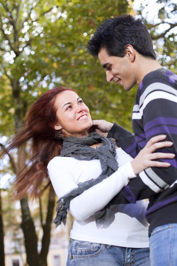 Amor Y Afecto Entre Un Par Joven Fotografía de archivo libre de regalías