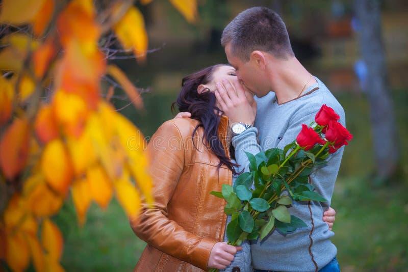 Amor Y Afecto Entre Un Par Joven Fotos de archivo