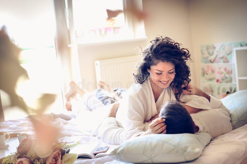 Amor y oferta en la mañana imagen de archivo libre de regalías