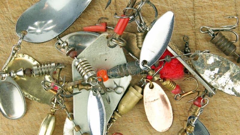 Amorces de pêche à la ligne vieil en métal images libres de droits