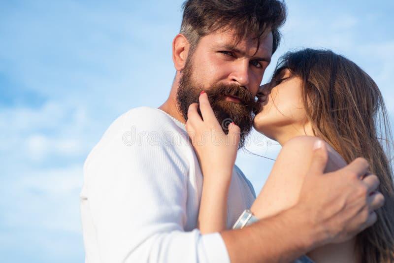 Amore appassionato Impertinente ed appassionato Ti amo Coppie del ritratto o di storia di amore nell'amore Abbracciare accarezzan fotografie stock libere da diritti