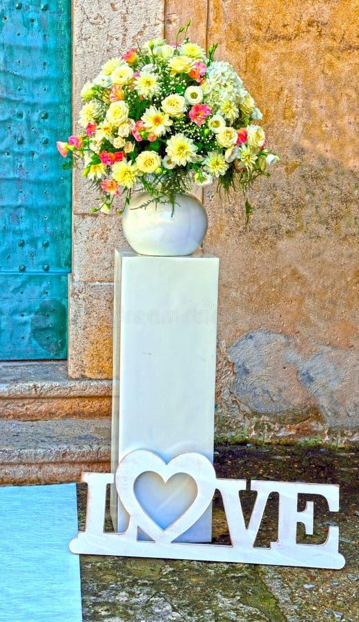Amore e matrimonio dei fiori immagine stock