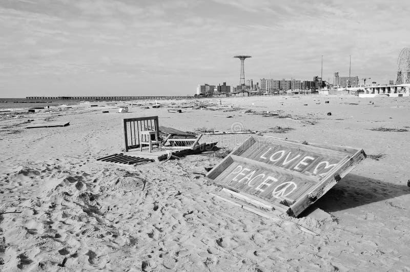 Amore e pace dopo il superstorm sabbioso a New York fotografie stock