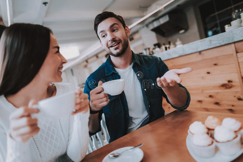 Amore Insieme in caffè Sogni di estate teiera immagine stock
