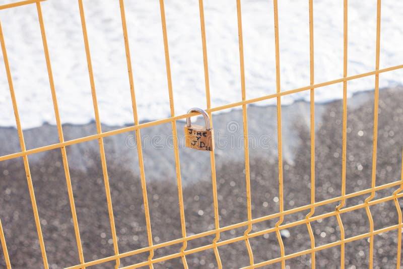 Amore Lucky Lock sulla spiaggia di Costa Verde fotografia stock