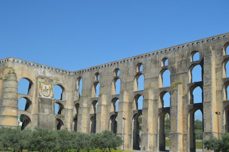 Amoreira罗马渡槽在第16个和第17个世纪之间重建了在埃尔瓦什 自然,建筑学,历史,街道 库存图片