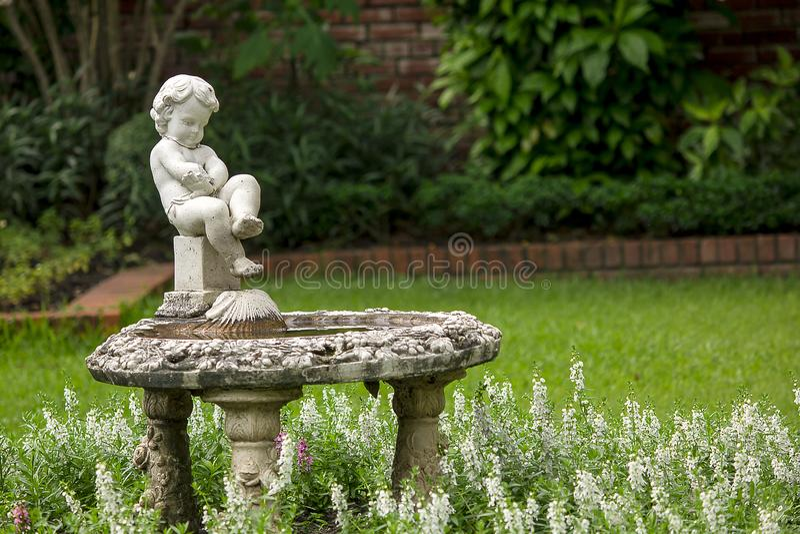 Amorek fontanna w parku zdjęcia stock