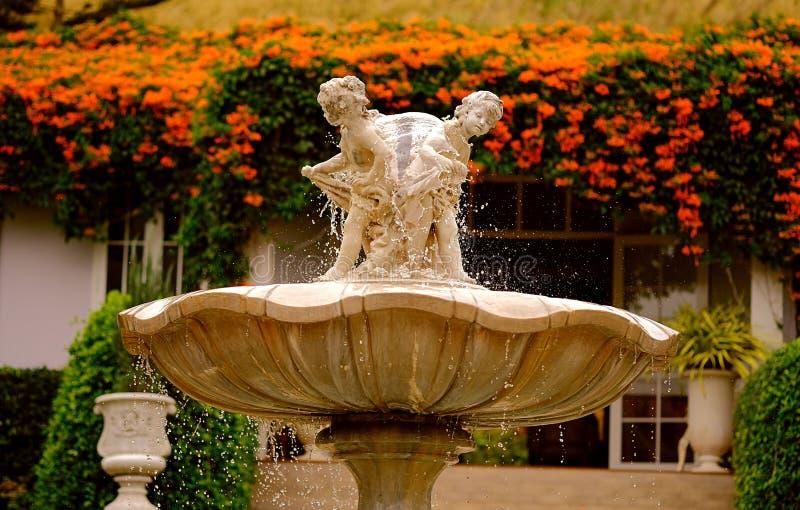 Amorek statuy fontanna obrazy stock