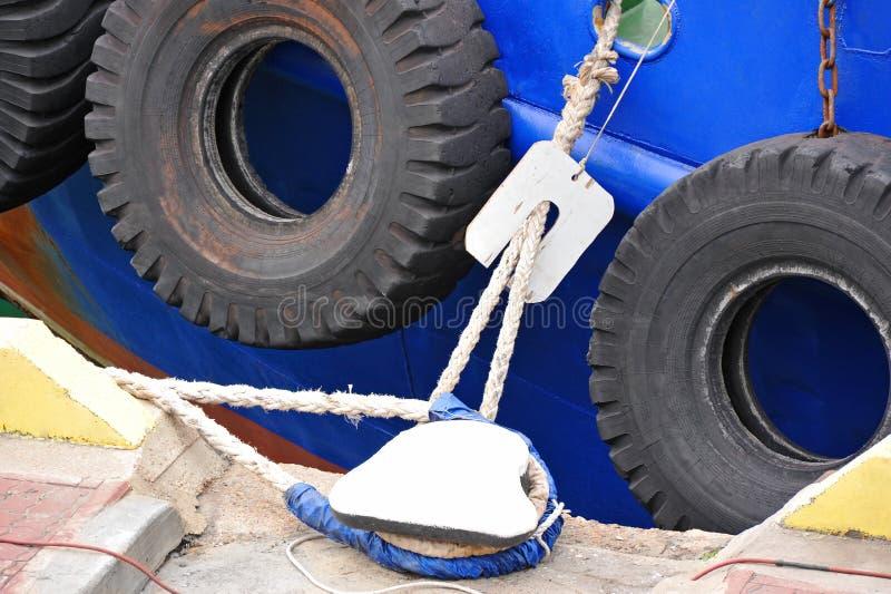 Amortisseur de borne et de pneu photo libre de droits