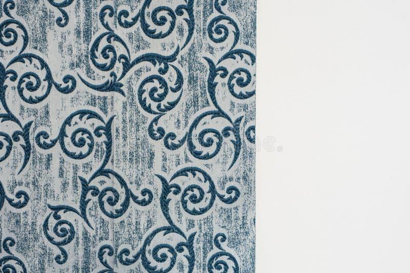 Amostra azul da tela da cortina Estofamento das cortinas, do tule e da mobília fotografia de stock royalty free