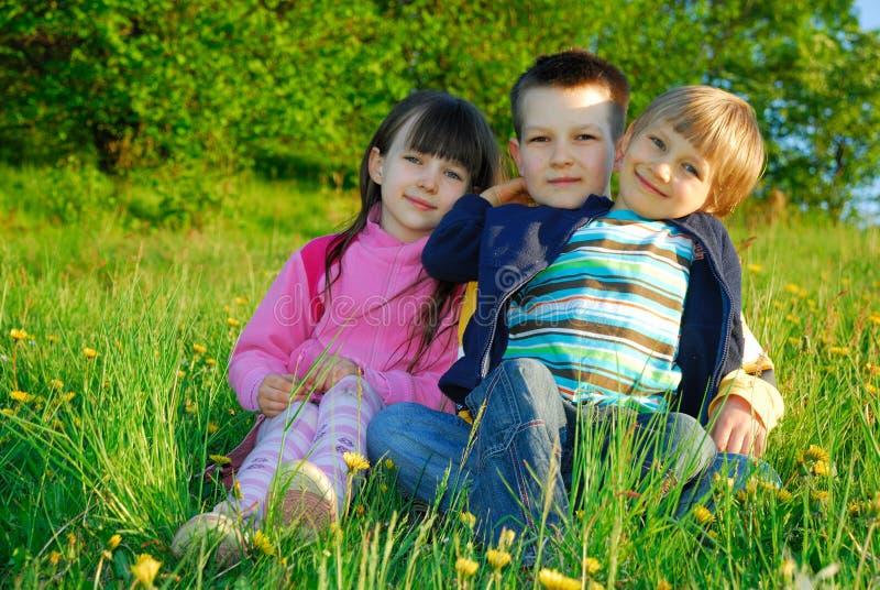 Amour d'enfant de mêmes parents photographie stock