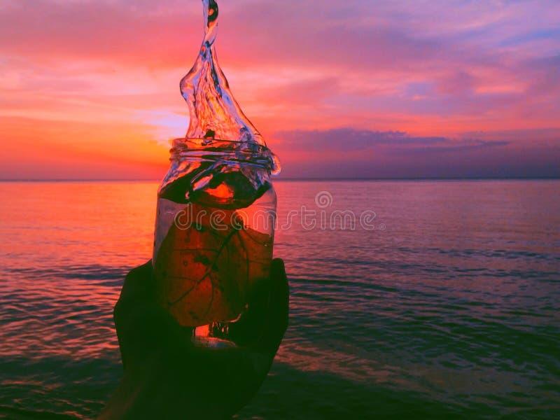 Amour dans la bouteille images stock