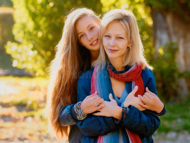 Amour de famille Mère et fille photos libres de droits