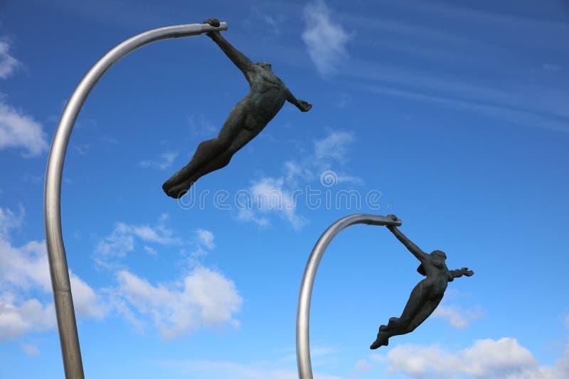 Amour de la statue Amor al Viento de vent sur le bord de mer de Puerto Natales chile photos stock