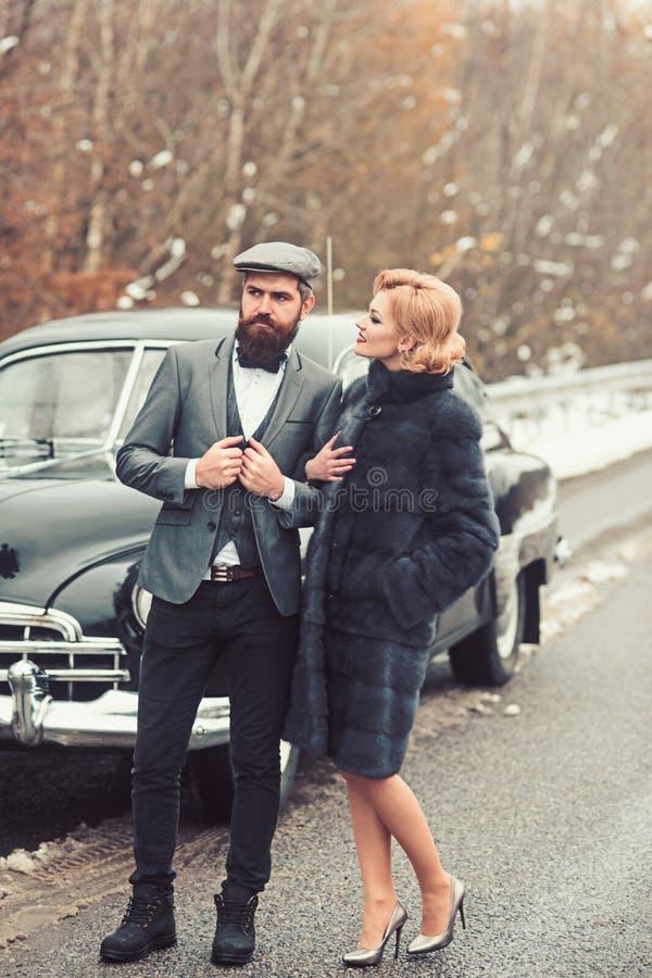 Amour de rétros couples extérieurs Concept d'amour et de romance photographie stock libre de droits