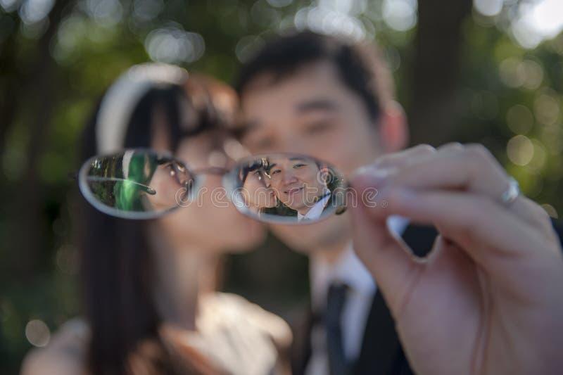 Amour en verres image stock