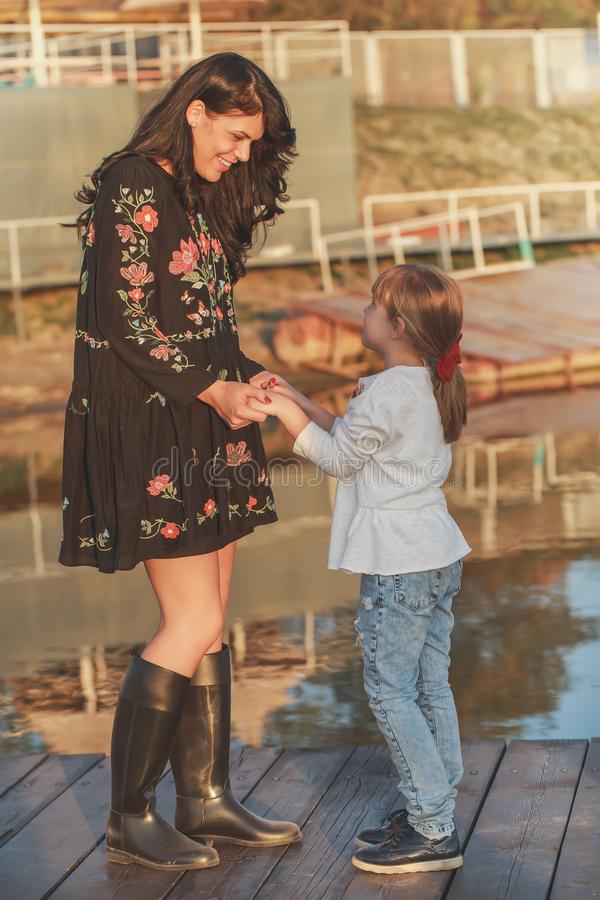 Amour entre la mère et la fille photos stock