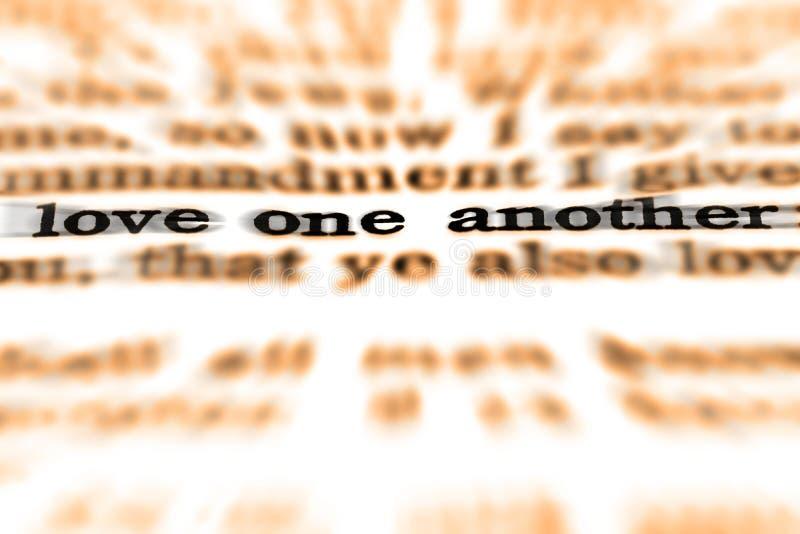 Amour un un autre de citation d'écriture sainte photos stock