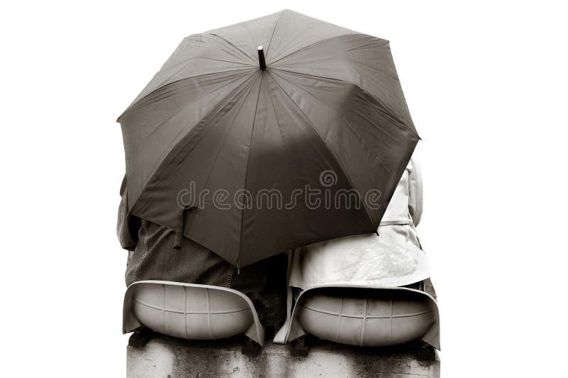 Amoureux sous le parapluie photo libre de droits