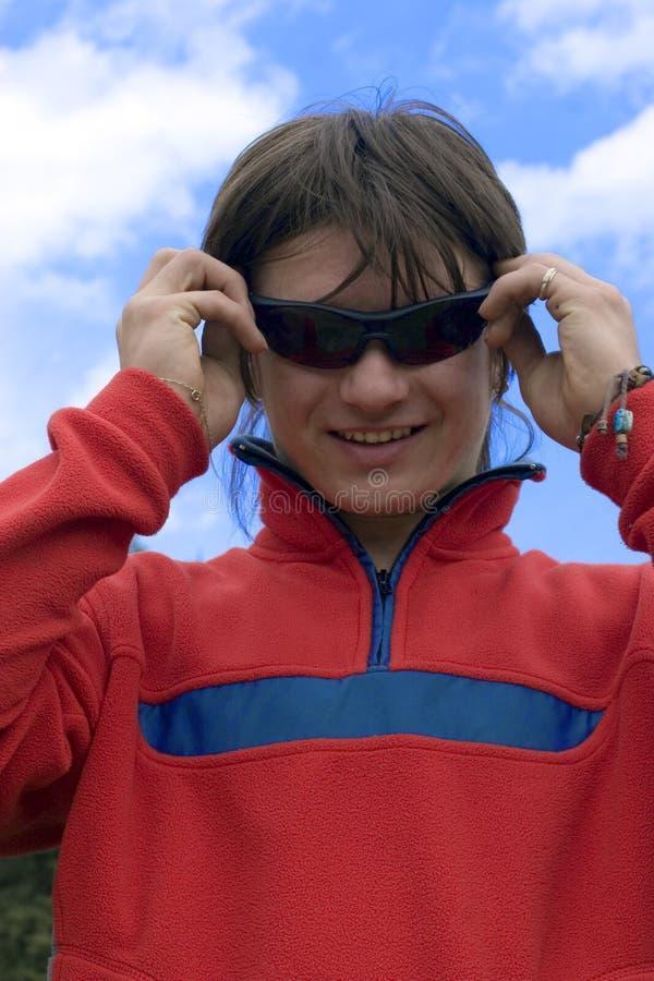 &sunglasses europeus do homem dos adolescentes foto de stock