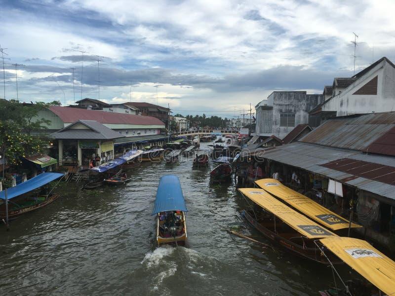 Ampawa, Samut Songkhram, Tailandia - 16 luglio 2016: MA di galleggiamento immagine stock libera da diritti