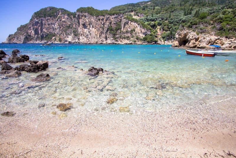 Ampelakibaai, Paleokastritsa, Korfu, Griekenland stock foto's