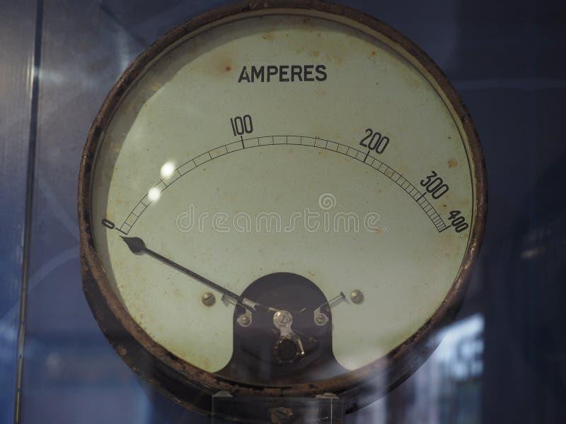 Amperímetro para medir la corriente eléctrica foto de archivo libre de regalías