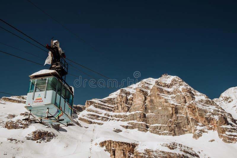 ` Ampezzo della cortina D di Tofana nell'inverno fotografia stock