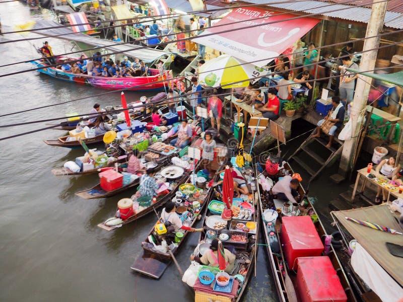 Amphawa sich hin- und herbewegender Markt lizenzfreies stockfoto