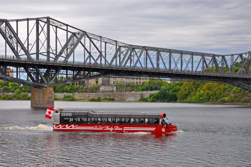 Amphibus för dam Dive Tours, Ottawa, Kanada arkivfoton
