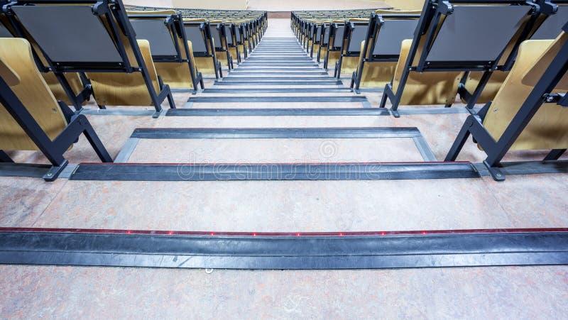 Amphithéâtre avec des escaliers photos stock