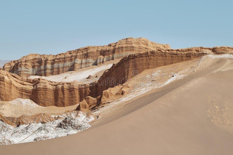 Amphithéâtre en vallée de lune, désert d'Atacama, Chili images stock