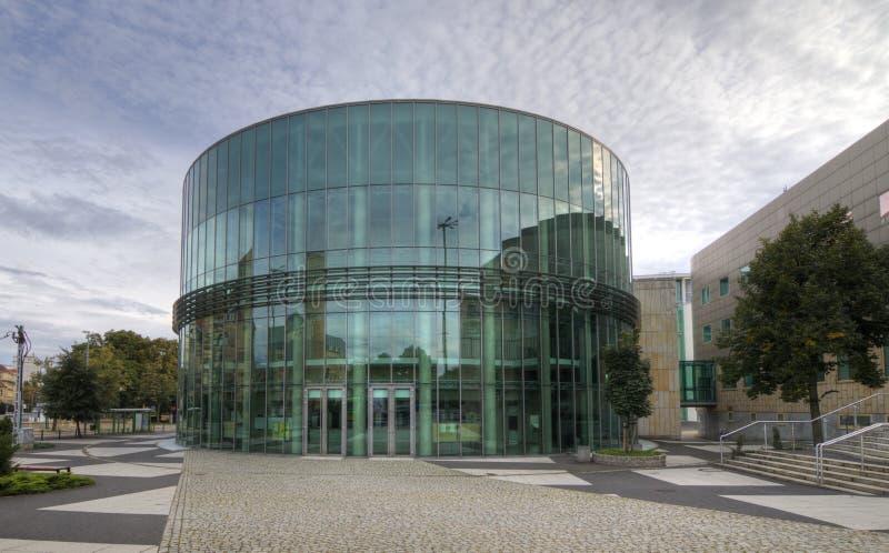 Download Amphithéâtre En Verre De Bâtiment Du Conservatoire à Poznan Photo stock éditorial - Image du halloween, cadre: 45350218