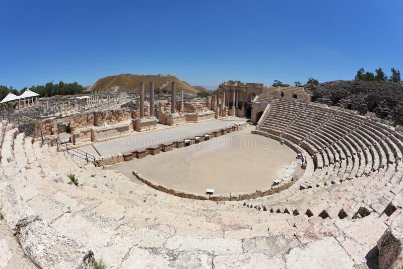 Amphithéâtre magnifiquement romain en Israël photos stock
