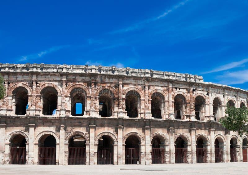 Amphithéâtre romain antique à Nîmes image libre de droits