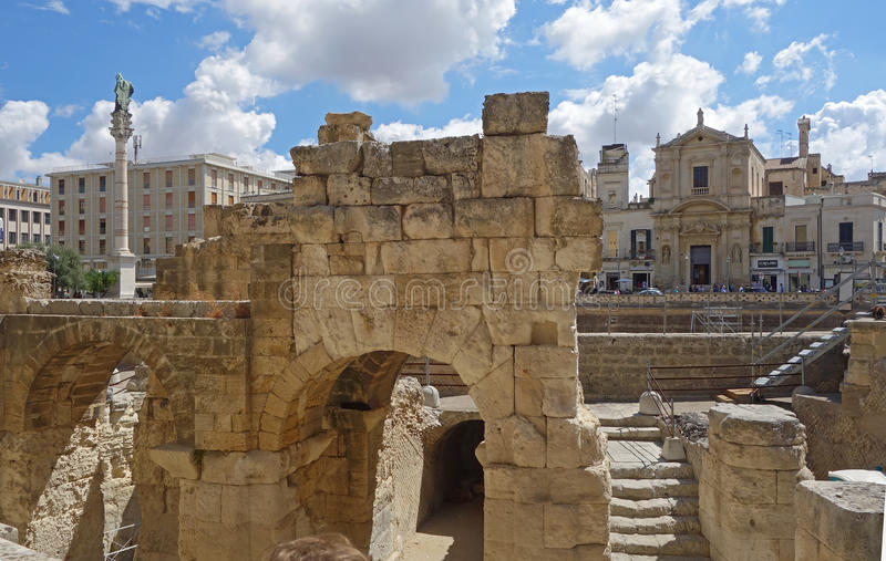 Amphithéâtre romain antique dans Lecce images stock