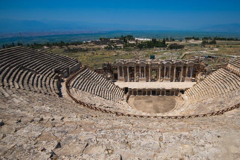 Amphithéâtre romain dans les ruines de Hierapolis photographie stock libre de droits