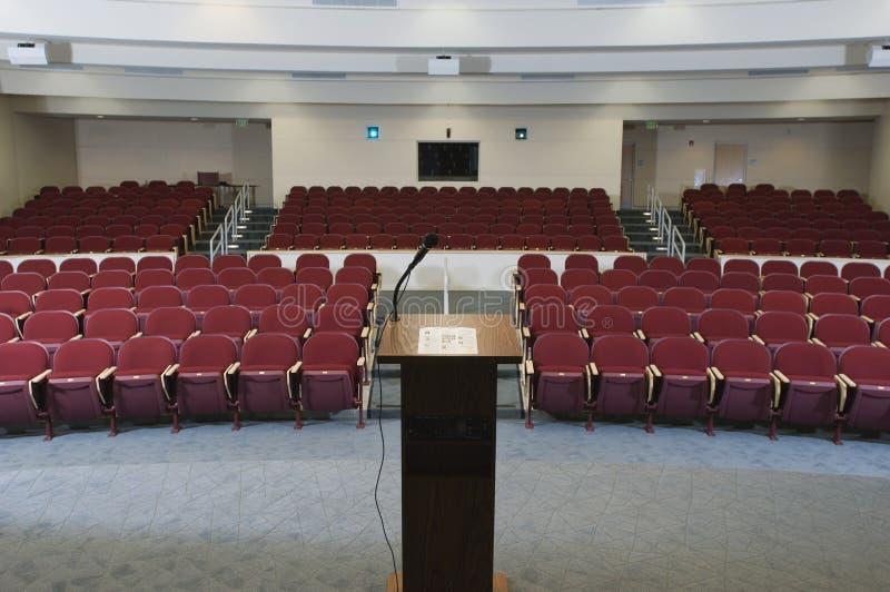 Amphithéâtre vide de conférence image libre de droits