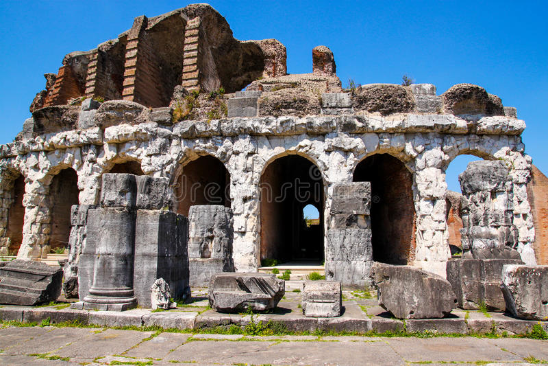 Amphitheater in Capua-Stadt, Italien stockfotos