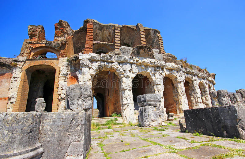 Download Amphitheater In Capua-Stadt, Italien Stockfoto - Bild von sankt, antike: 96930636