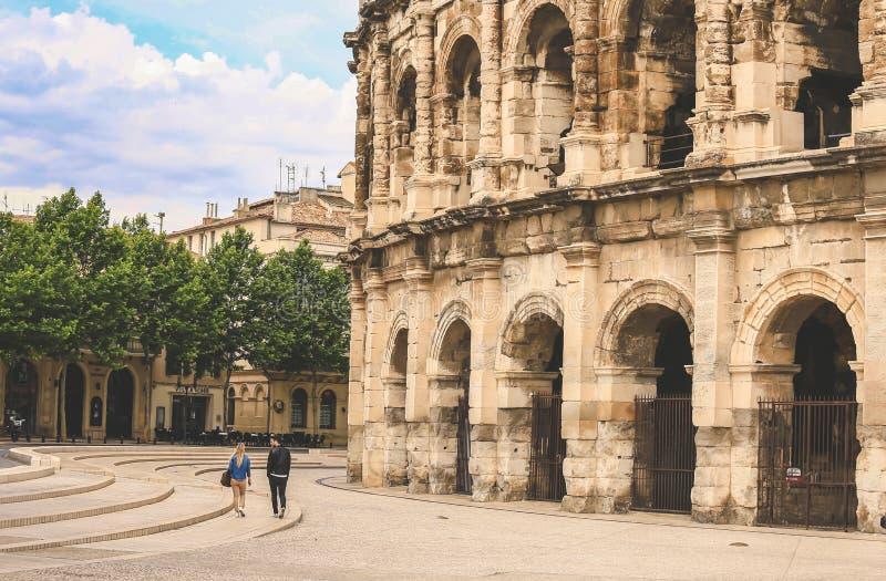 Amphitheater romano em Nimes, France foto de stock