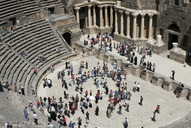 amphitheaterbosra österut medelroman syria royaltyfri foto