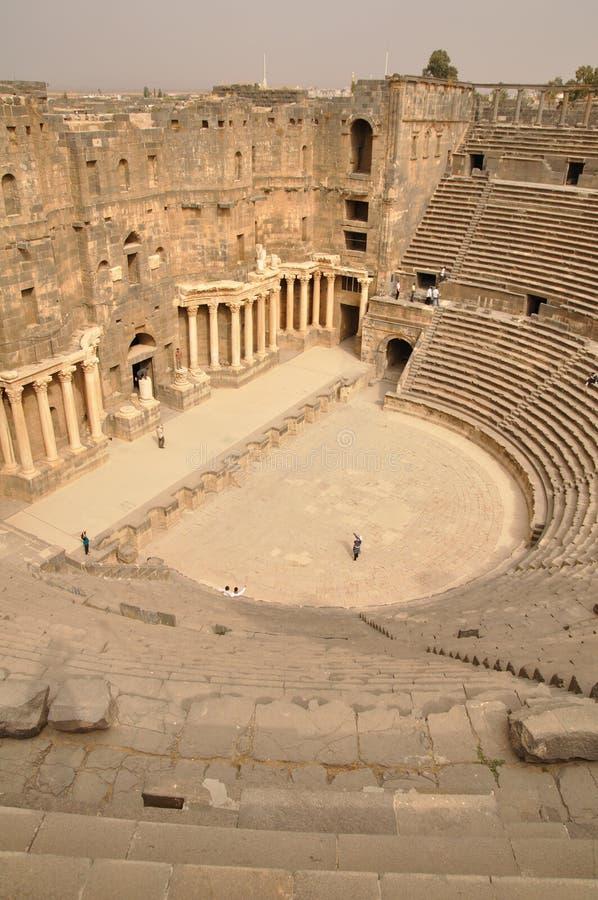 amphitheaterbosra syria royaltyfria foton
