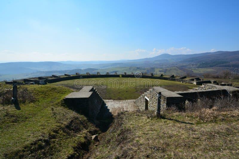 Amphitheatre del castrum romano de Porolissum de Transilvania, Rumania fotografía de archivo