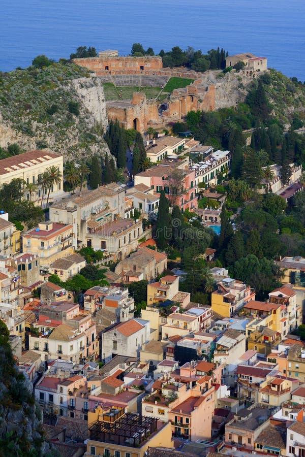 Amphitheatre in Sicilia immagine stock