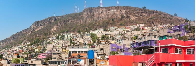 Ampia vista panoramica di Tlalnepantla de Baz e di Città del Messico fotografie stock libere da diritti