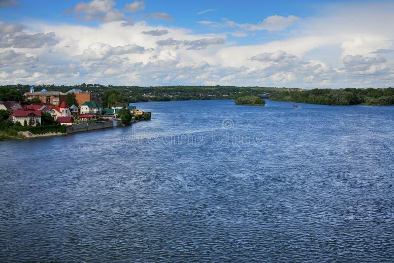 ampio fiume russo in Asia di estate calda immagini stock
