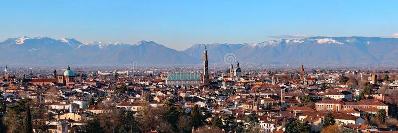 ampio panorama più di 30 megapixels della città di Vicenza dentro immagini stock libere da diritti
