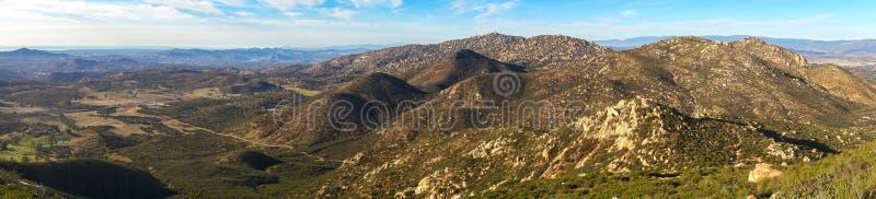 Ampio punto di vista panoramico del paesaggio di San Diego County da Iron Mountain fotografia stock libera da diritti