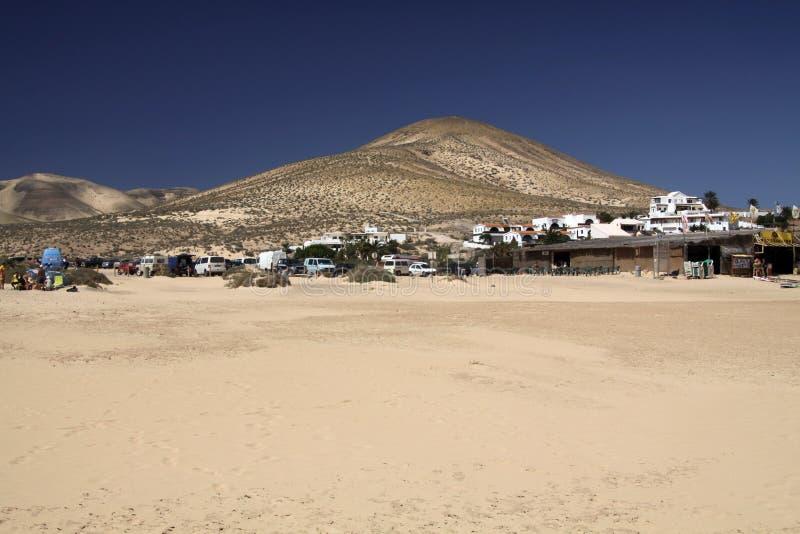 Ampio tideland senza fine nella laguna di Gorriones, Playa de Sotavento, calma della Costa, Fuerteventura, Spagna immagini stock libere da diritti